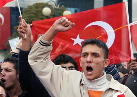 Image: Turks protest Kurdish attacks