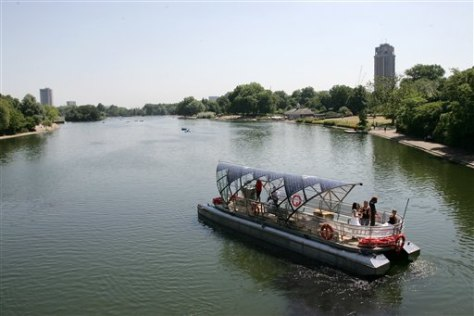 IMAGE: SOLAR BOAT ON LAKE