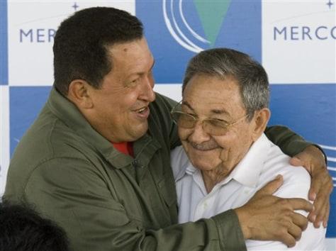 Image: Huga Chavez, Raul Castro