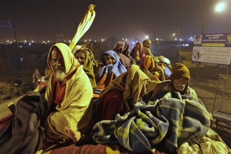 Image: Indians wrapped in blankets