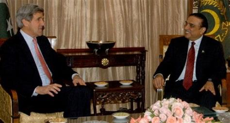 Image: Pakistan President Asif Al Zardari and U.S. Sen. John Kerry