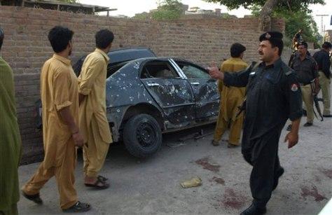 Image: Scene of roadside bombing in Peshawar, Pakistan
