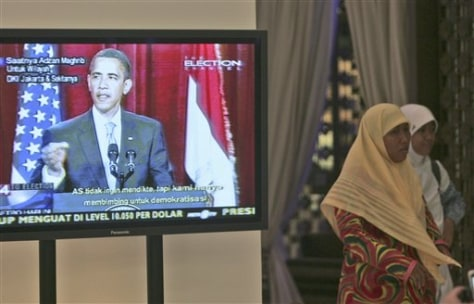 Image: Obama's speech televised at Indonesian mall