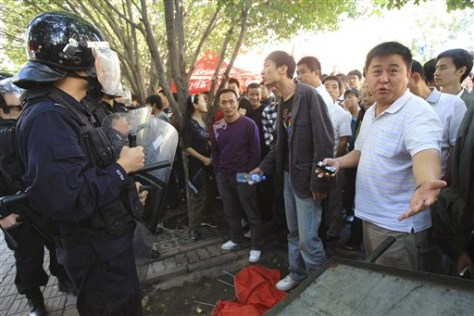 Image: Protesters confront Chinese riot police