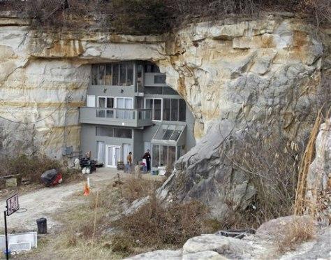 Image: Missouri cave home