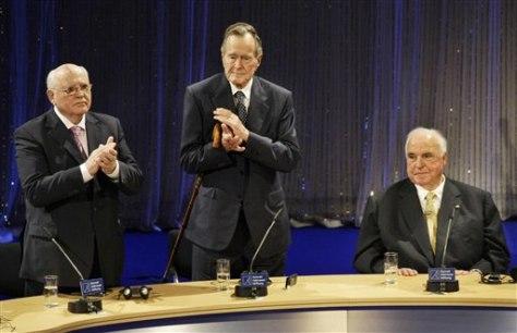 Image: Gorbachev, Bush and Kohl