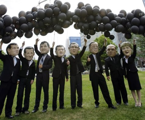 IMAGE: ACTIVISTS DRESS UP AS G-8 LEADERS