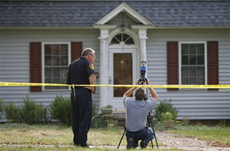 Image: Police investigate Virginia killings