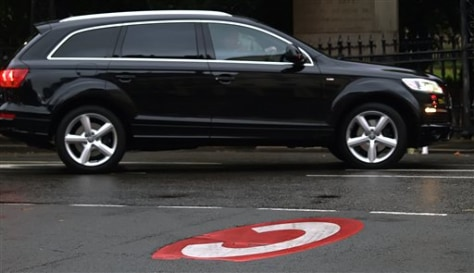 IMAGE: SUV IN LONDON'S CONGESTION CHARGE ZONE