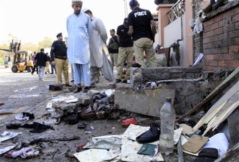 Image: Scene ofsuicide bombing in Pakistan