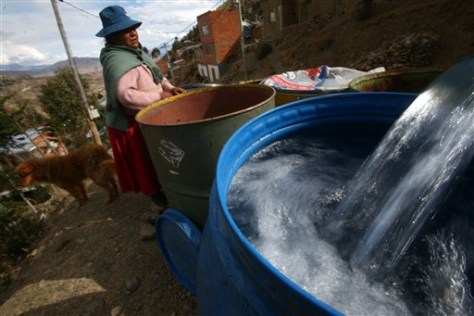IMAGE: WOMAN WAITS FOR WATER IN BOLIVIA