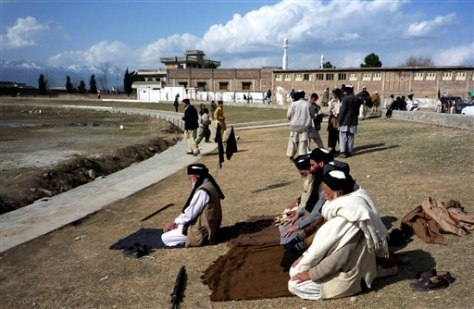 Image: Taliban supporters pray