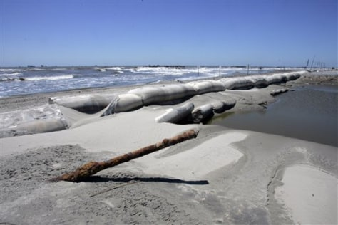 Image: Beach island that protects oil port