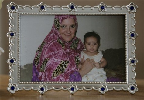 Image: Grace Alshemmari and her son, Amir