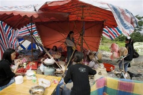 Image: China quake survivors