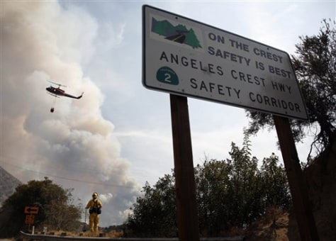 Image: Helicopters fly in to battle wildfire