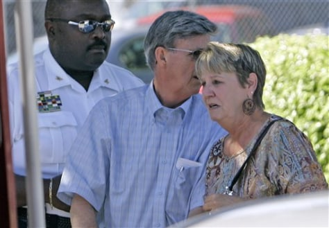 Image: Wife of slain deputy