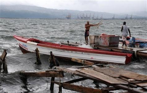 Image: Fishermen secure boats