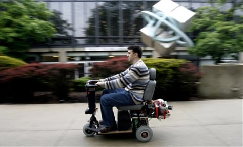 IMAGE: SCOOTER THAT RUNS ON HYDROGEN FUEL CELL AND LITHIUM BATTERIES