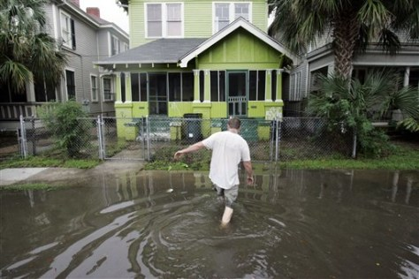 IMAGE: FLOODED STREET IN NEW ORLEANS
