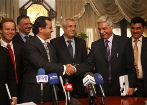 Image: Officials in Iraq oil talks