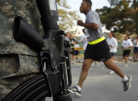 Image: U.S. troops run