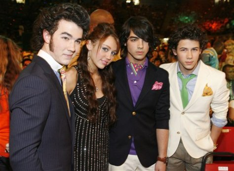 Image: The Jonas Brothers and Miley Cyrus