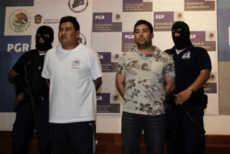 Image: Mexico cop and drug cartel member