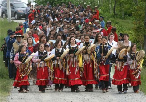 Image: Native Canadians march