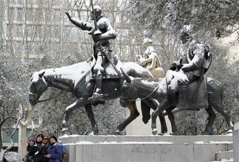 Image: Snow on Madrid statue