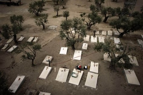 Image: Worker put crosses on graves