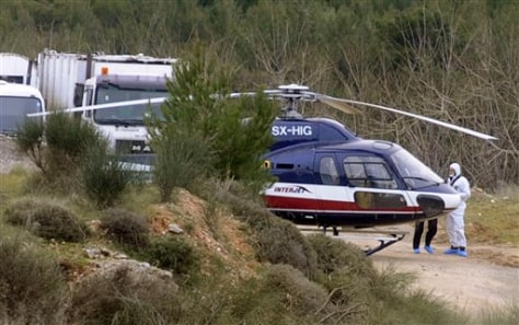 Image: Forensic experts examine helicopter