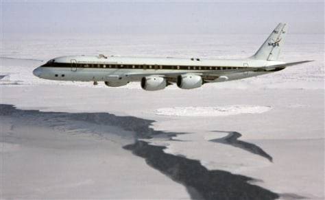 IMAGE: NASA JET OVER ARCTIC