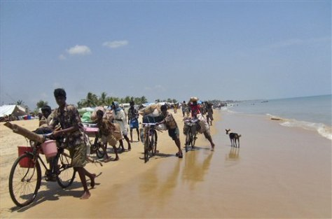 Image: Tamil civilians flee along coast