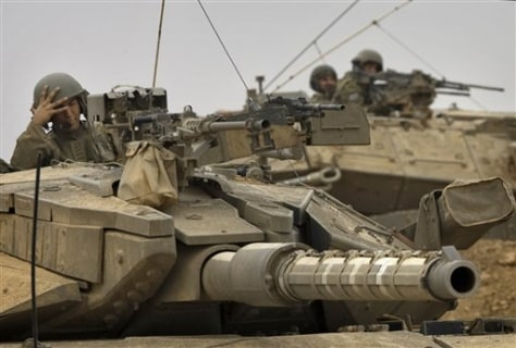 Image: Israeli soldiers in tanks
