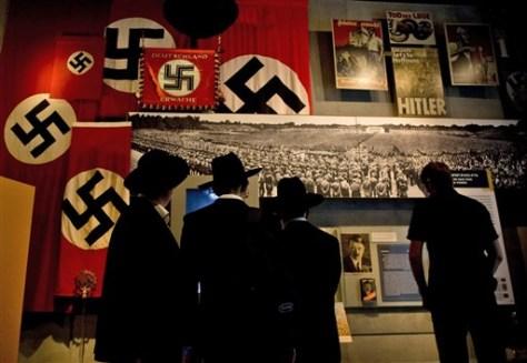Image: Israelis visit the Yad Vashem Holocaust museum