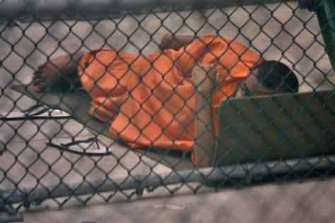 Image: Guantanamo detainees looks up