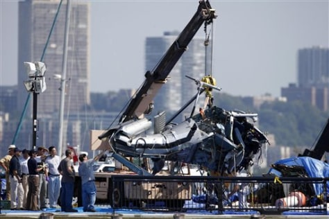 Image: Helicoptor pulled out of Hudson