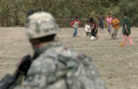 Image: Iraqi kids, U.S. soldier