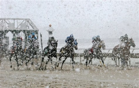 Image: Snow falls on horse race