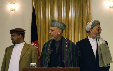 Image: Afghan president with ex-warlords