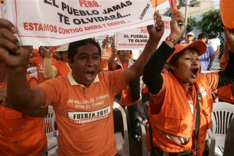 Image: Fujimori supporters shout slogans
