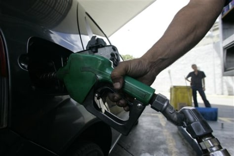 Image: Filling the tank in Caracas