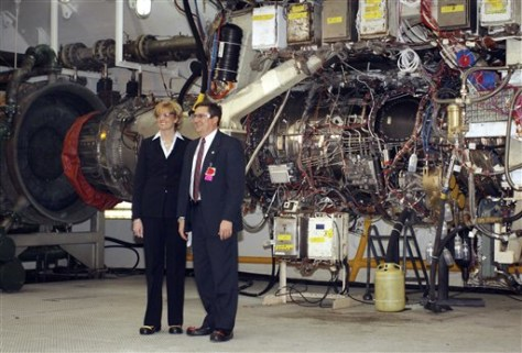 Image: Jean Lyndon-Rodgers, president at GE Aviation, and Mark Rhodes, Senior VP at Rolls-Royce, right