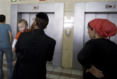 Image: Orthodox Jewish family waits for an elevator