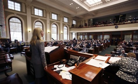 Image: Maine lawmakers vote on bill