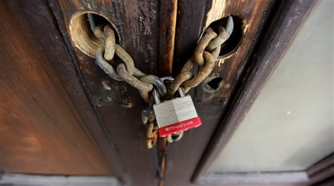 Image: Chain and padlock on door