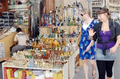 Image: Tourists admire Iranian products