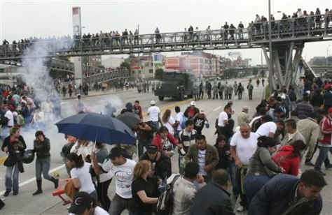 Image: People run from tear gas