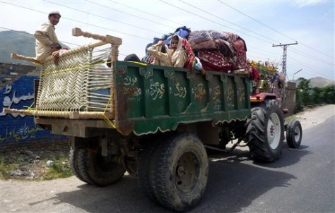 Image: Residents flee from Bari Kot